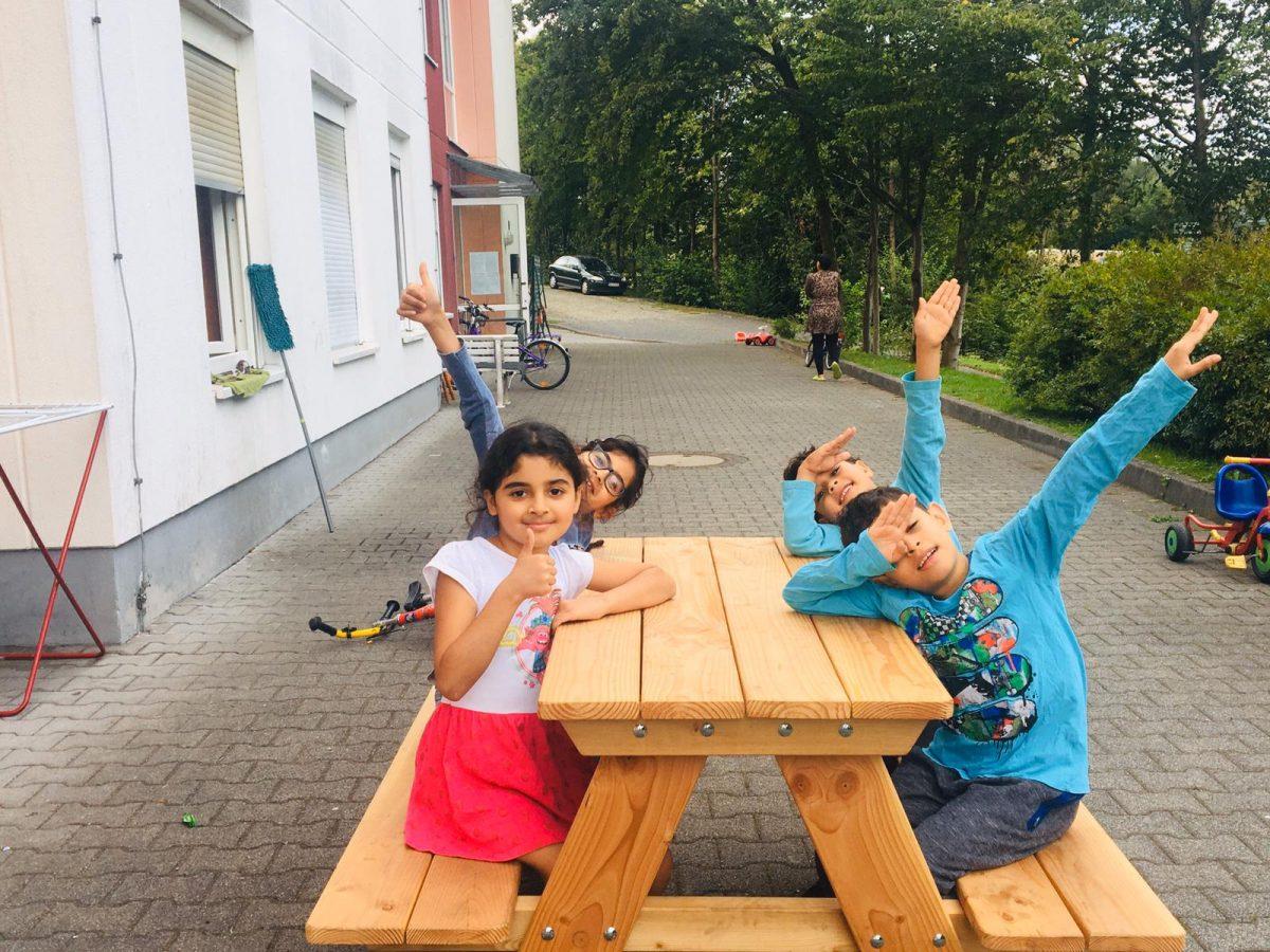 Flüchtlingskinder mit leuchtenden Augen